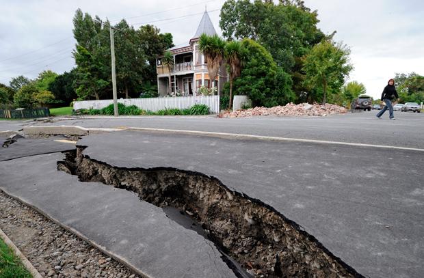 緊急地震速報~ビジネスフォン・PBXから緊急地震速報をアナウンス~